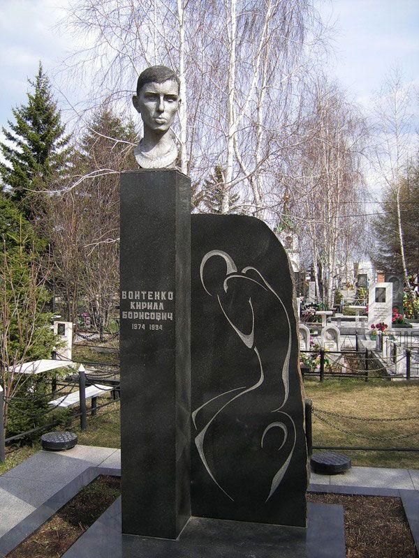 Цоколь резной из габбро-диабаза Находка памятник на могилку Райчихинск