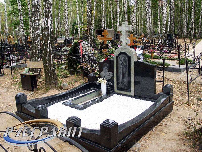 Заказ памятника на кладбище Тольятти Лампадка из лезниковского гранита Полысаево