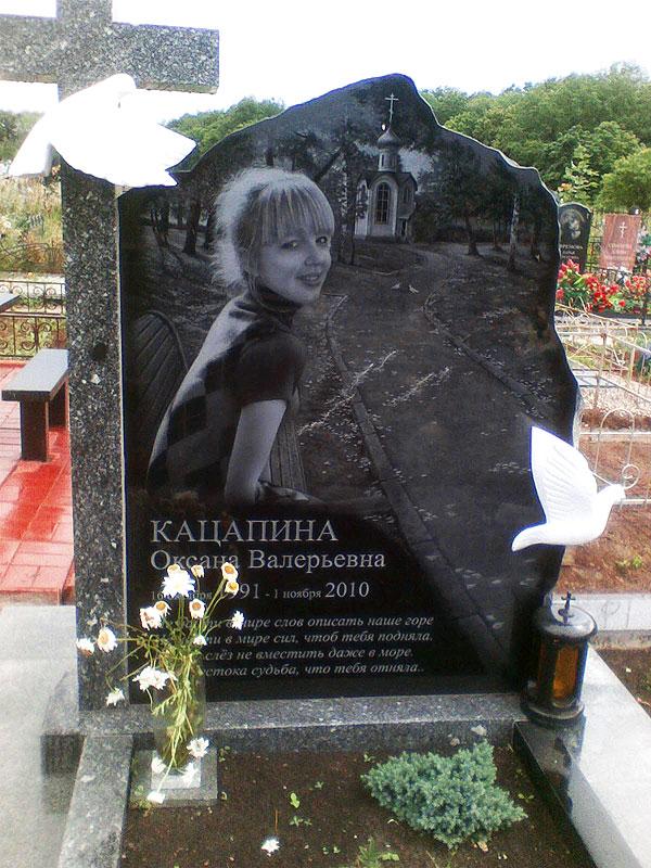 Памятник Роза из двух видов гранита Майкоп Мемориальный одиночный комплекс с крестом Котельники