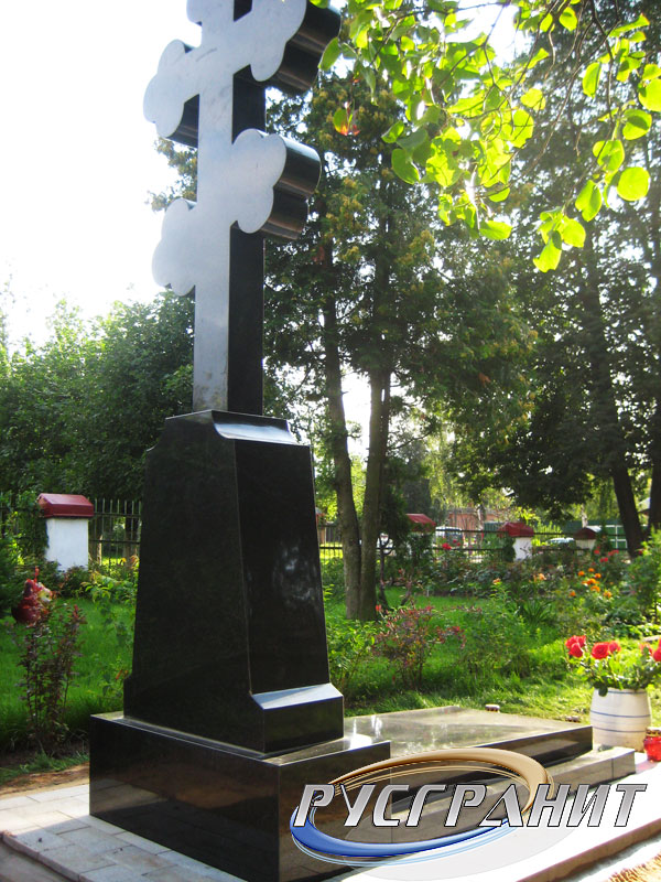 Памятник из цветного гранита Буденновск Лампадка из лезниковского гранита Таштагол