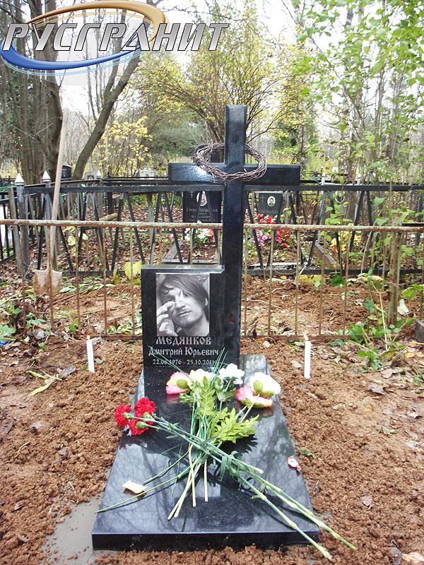 Купить памятник на кладбище Саяногорск Мемориальный комплекс с крестом Андреаполь