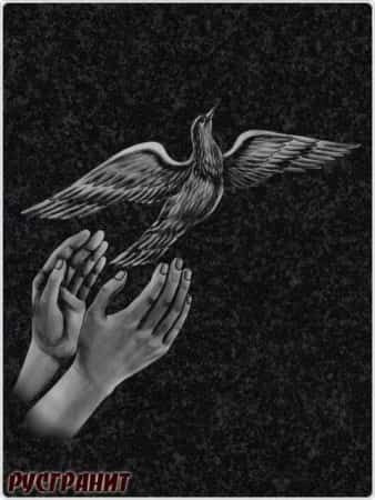 Рисунок на памятнике - птицы
