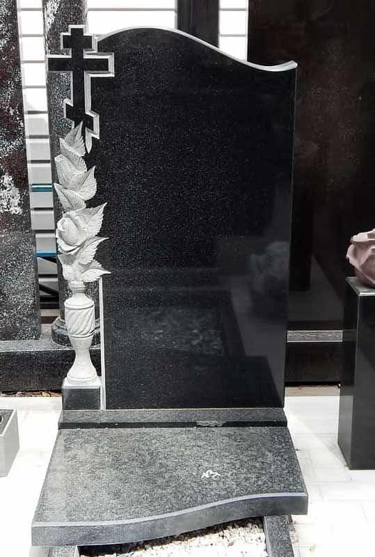 большая надгробная плита фото для мема вырученные